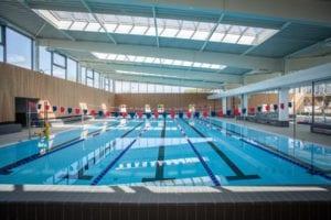 Bassin sportif intérieur de 312,5 m2 et d'une longueur de 25 m composé de 5 lignes d'eau pour les nageurs amateurs de longueurs.