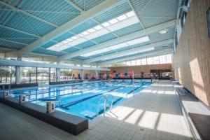 Bassin sportif intérieur de 312,5 m2 et d'une longueur de 25 m, composé de 5 lignes d'eau pour les nageurs amateurs de longueurs.